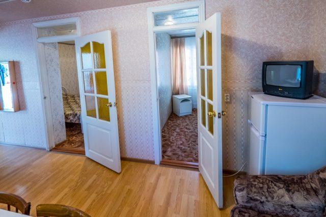 3-х местный 3-х комнатный номер с диваном
