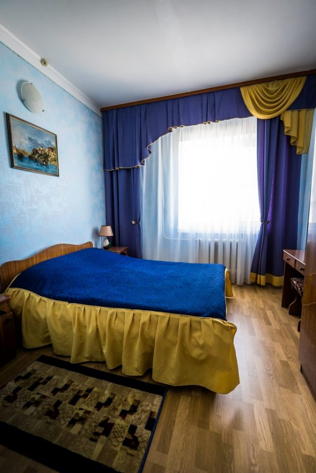 номер с двуспальной кроватью в Ейске